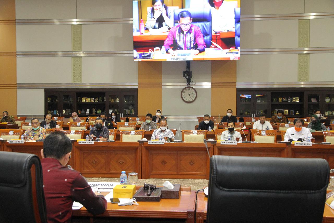 Sekretaris Mahkamah Agung Hadiri Rapat Dengar Pendapat Dengan Komisi III DPR RI